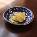 手打ち蕎麦 かね井 - お通し (山葵の醤油漬け) (2014/06)