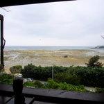 2852777 - 窓から眺めた海