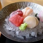 旬菜工房 海洋 - 鯛御膳のお刺身