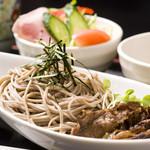 千里庵 - 近江牛肉そば(冷たい竜王蕎麦を温かいお出汁につけて近江牛と)1400円