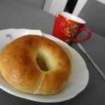ファクトリー - 料理写真:軽くトーストして♪  1こ191円だったかな?
