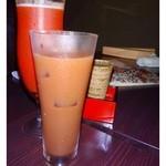 今泉小路 日和日 - チョイ飲みセット(ドリンク2杯・お惣菜ハーフで1000円:税込)がお得とそれを・・  ◆1杯目のドリンク・・レッドアイ(トマトジュース とビールのカクテル)・日本酒・カシスオレンジ