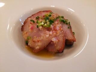 チモロセルヴァジオ - お肉の小さな前菜 「グアンチャーレ レモンとマスタードのソース 茄子のマリネ添え