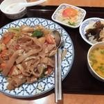 チャオタイ - パッキーマオ・センヤイ・ムー+トムヤムクン
