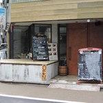 HANGOUT - お店の入口