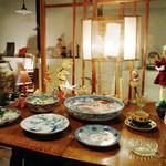 それから - 伊万里など展示販売。他にも古い器が多彩です