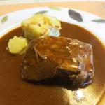 レストランキムラ - 牛肉の赤ワイン煮込みにジャガイモのグラタンを添えて。ソースがくどくなくて美味しい!