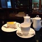魔愁 - ブレンドコーヒーとヨーグルトチーズケーキ