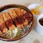 テンホウ - 料理写真:厚切りの豚ロースを生パン粉で揚立て提供。サックサク・ジューシー。ソースの量を自分で調整できる、ソースカツ丼