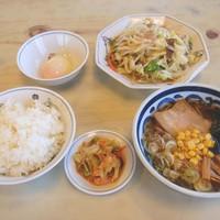 テンホウ  - 野菜炒めとミニラーメンのセット。ミニラーメン定食