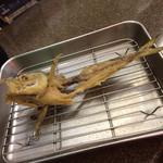 たぬき - なめろうでおろした鯵の骨をサービスで唐揚げにしてくれます。