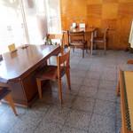 鳴海餅 - 小さなスペースです。