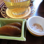鳴海餅 - 奈良漬け、お塩と胡麻。