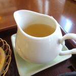 鳴海餅 - 冷たい緑茶、3杯分ありました^^