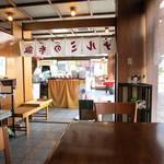 鳴海餅 - 静かな喫茶室。暑い日、扇風機まで回してくださり^^;