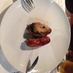 TRAVESSO GRILL - こちらは鶏肉とソーセージです。この鶏肉は恐ろしく旨い!!びっくりしましたよほんと。こんな美味いなんて。シュラスコ独自の焼き方が肉本来の旨味を出してるんでしょうね。
