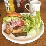 バビーズ - ベーコンバーガー(ドリンクセット)1650円 付け合わせはサラダにしました\(^o^)/
