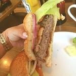 バビーズ - 大きくて重たいほどの分厚いお肉がー(≧∇≦) ベーコンは自家製だそうです!