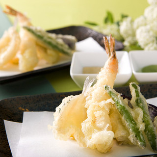 """ランチバイキングは、海老や野菜を""""サクふわっ""""天ぷらが人気!"""
