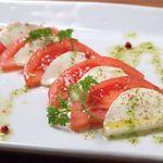 コンセント - トマトとモッツァレアのカプレーゼ