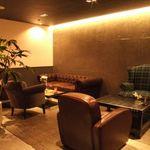 コンセント - 【大人の隠れ家雰囲気抜群】観葉植物に囲まれたカフェは居心地◎ソファー席でゆったり寛げる♪快適なひと時を・・・