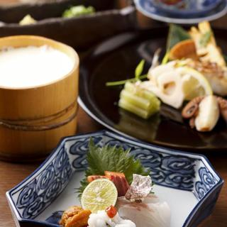 名物石慶豆腐をご賞味ください。