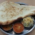 ラムじいさんのインドカレー - 満腹ターリーランチ 980円
