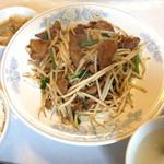 燕来香 - ランチのニラレバ・もやし炒め定食  900円 これに杏仁豆腐がつきます