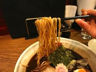 西麻布 五行 - 焦がし醤油麺 麺リフト