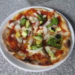 火の谷石窯パン工房 - 料理写真:野菜ゴロゴロソースのしゃきりんピザ 1000円