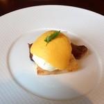 28575238 - Breakfast buffet①・サーロインステーキとポーチドエッグ、マスタード風味のオランデーズソース