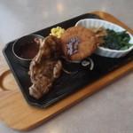 ヴィクトリアステーション - 料理写真:ランチ グリルチキン&牛肉コロッケと生姜ポーク 630円