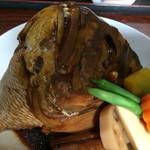 28576444 - 鯛のカブト煮!でかっっっ!!!ってのが感想。伝わりますか?何かと一緒に写せばよかった〜。