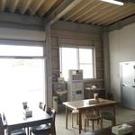 28578423 - パリのシャンゼリゼ通りをほうふつさせるオープンカフェ