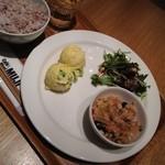 28579016 - 玉子のスイートコーンサラダ ローストポークのサラダ 雑穀と茶美豚のグラタン仕立て
