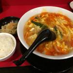 台湾料理 台北 - 酸辣麺(小ごはん、小鉢付き)800円