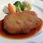 ゼフィール - 料理写真:仔牛のきのこのデュクセル包みパン粉焼き
