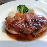 ゼフィール - 若鶏もも肉のソテー タプナードソース