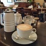 グレイズ - 「豆乳オレ(500円)」。奥は紅茶♪