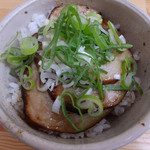 健勝軒 - 炙りチャーシュー丼