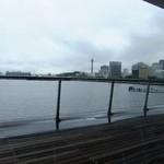 ハーバーズカフェ - 店内から見る外の景色