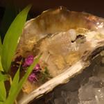 べに屋 - 岩牡蠣の土佐ジュレがけ