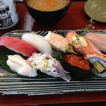 回転寿司 活鮮  - 料理写真:匠にぎり850円(税別)