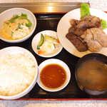 28600742 - ミックス焼肉定食(¥1000)。自分で焼くわけではないが、韓国風のタレで食べれば焼肉気分♪