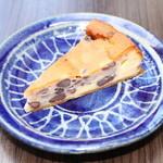 チーズケーキ CAFE MAGY - 和スイーツ登場。チーズとあんこがたまらない♪大納言チーズケーキ