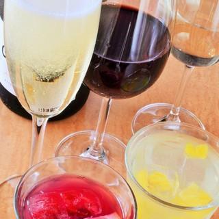白・赤・スパークリングと豊富なボトルワイン♪