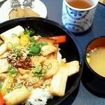 レストラン そら - 桃豚そら丼 980円