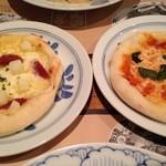 鎌倉パスタ - じゃがいもとサラミのピザ&マルゲリータピザ