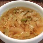 SHU - バジル香る豚肉炒め 980円 の白菜の味噌汁