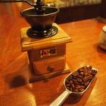 28610384 - カウンターならコーヒ注文でこのセットを渡されます